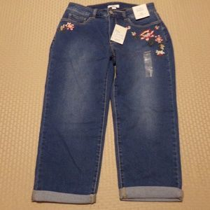 Croft and Barrow ~ Floral Embroidered CAPRI Size 8